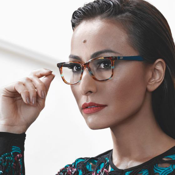 2c0f2d4d82a8e Coleção de óculos da Sabrina Sato está EXUBERANTE! Veja! - Rochany Rocha