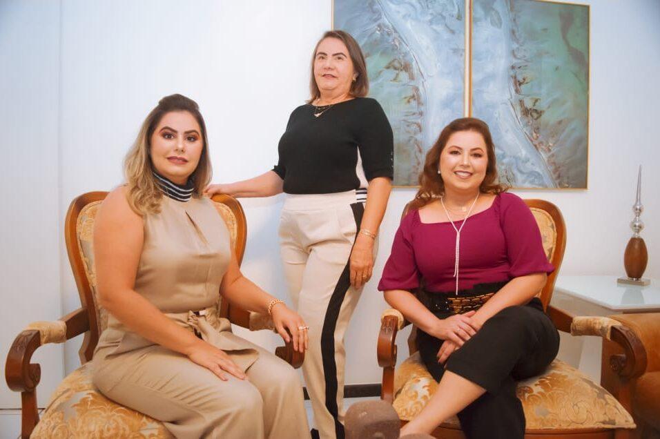 mulheres que vendem joias e semi joias