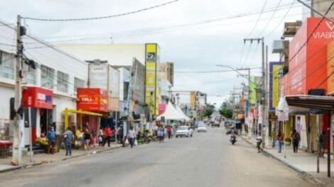 Comercio de Serra Talhada amplia horario para venda do dia dos namorados.