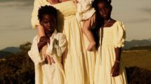 Giovanna Ewbank e seus três filhos: Títi, Bless e Zyan.